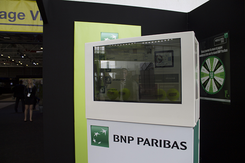 Digilor BNP Paribas opération communication digitale écran transparent