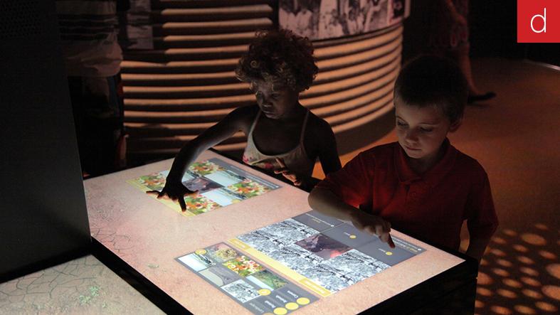 Muséographie interactive mur d'écrans tactiles