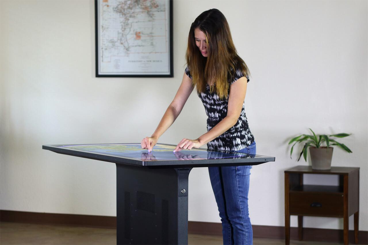 Table tactile gestion attente magasin connecté