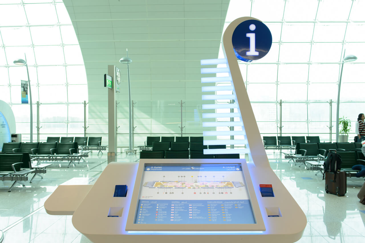 Borne interactive aéroport wayfinder enregistrement