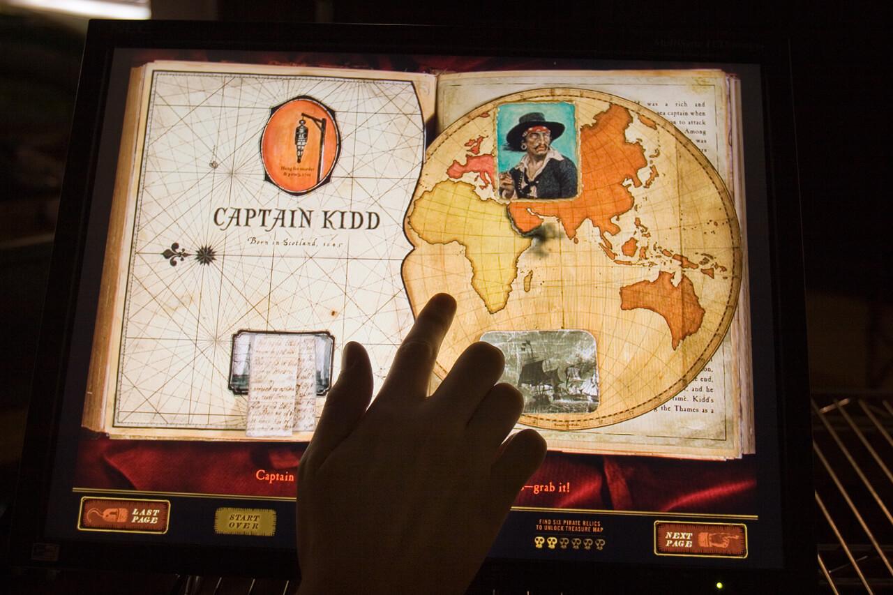 Borne interactive tactile interactif voyage tourisme