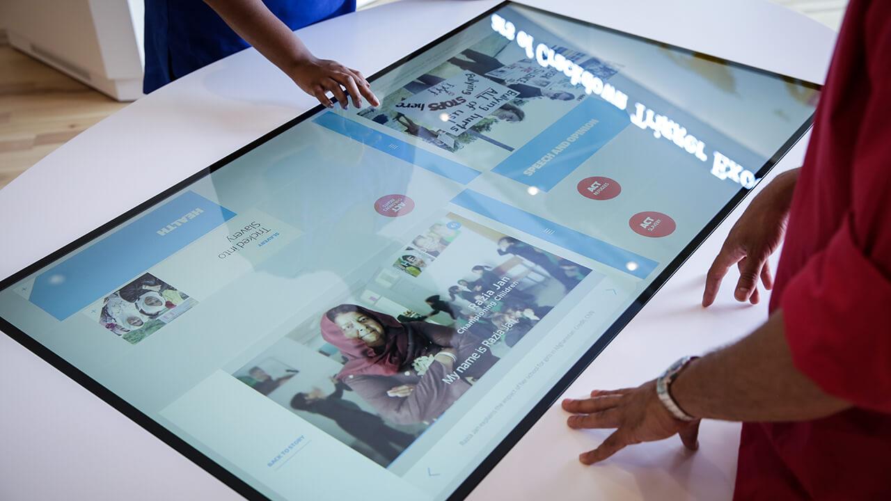 Dispositif tactile interactif multitouch aide touriste