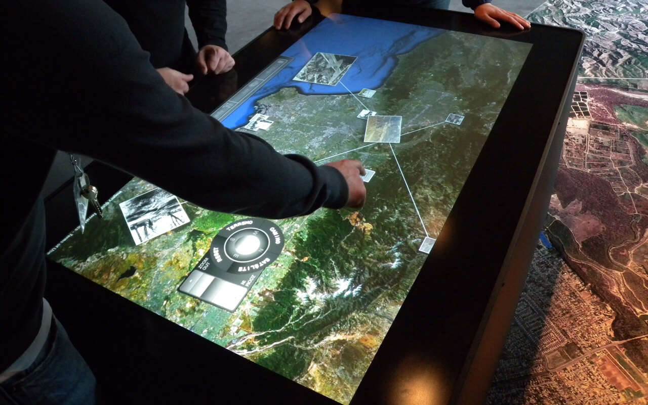 Table tactile multitouch aide tourisme