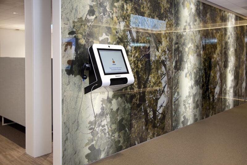 Borne tactile murale 19 pouces milieu bancaire