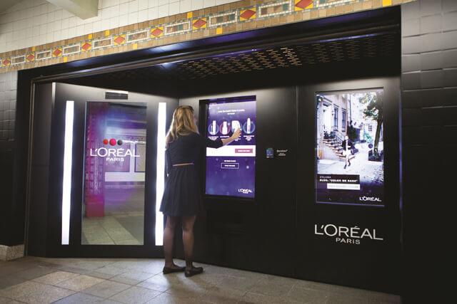 miroir interactif pour expérience digital en magasin