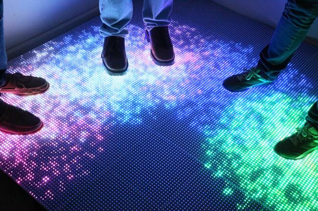 sol interactif dans un magasin connecté