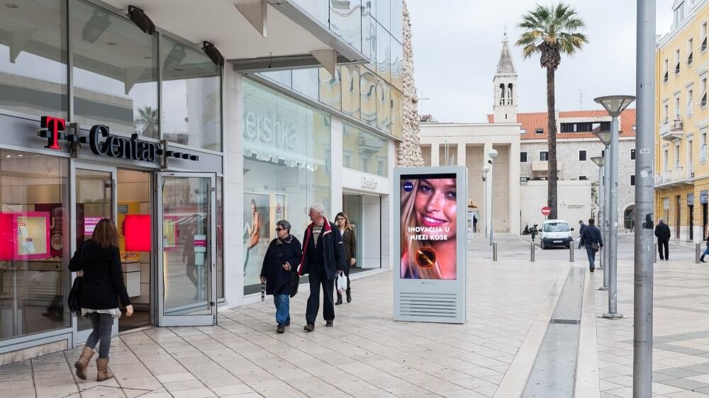 Totem tactile outdoor 55 pouces galeries commerciales