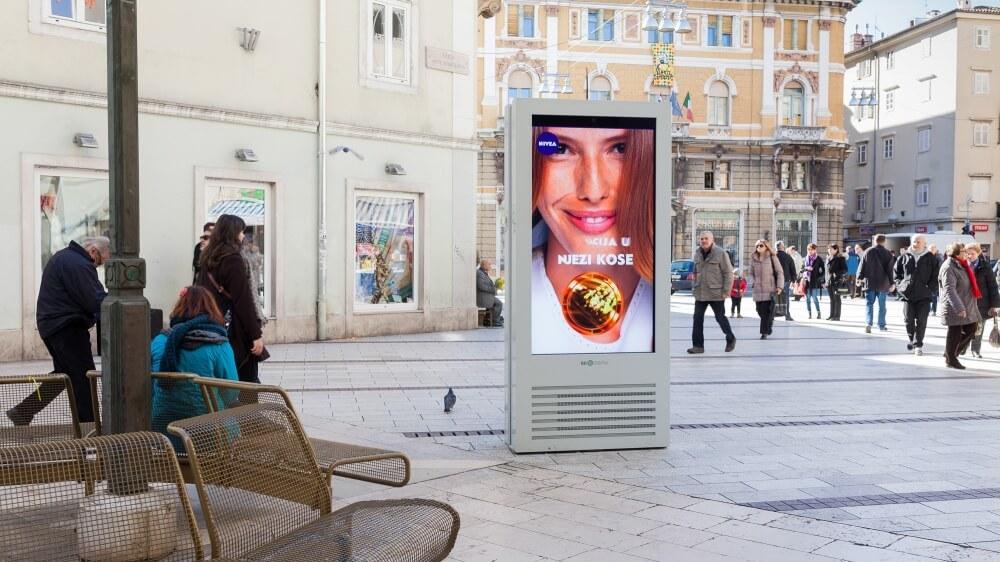 Totem tactile outdoor 65 pouces écran multitouch