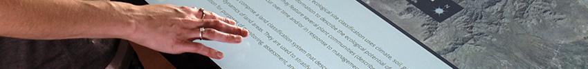 Borne tactile 22 pouces application musée