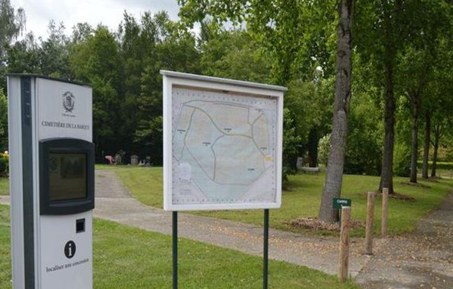 Borne tactile cimetière connecté