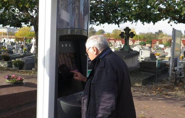 TombFinder application tactile recherche cimetière
