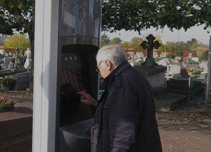 Borne gestion d'information pour cimetière