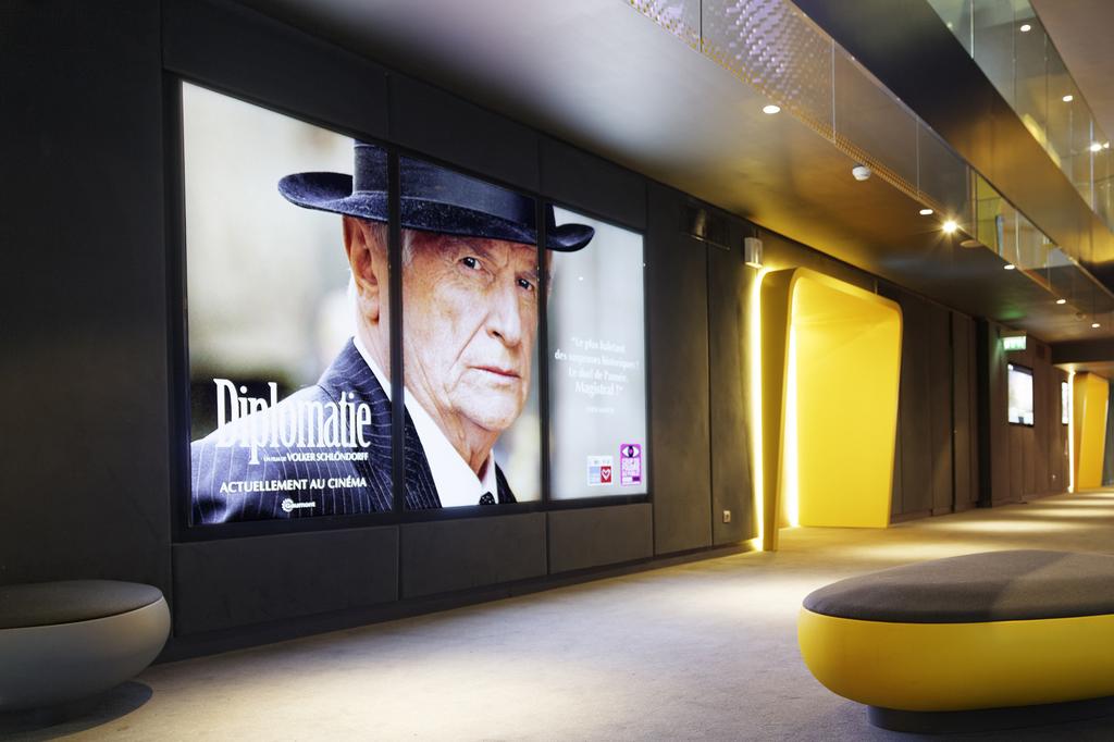 écrans affichage dynamique habillent hall entrée