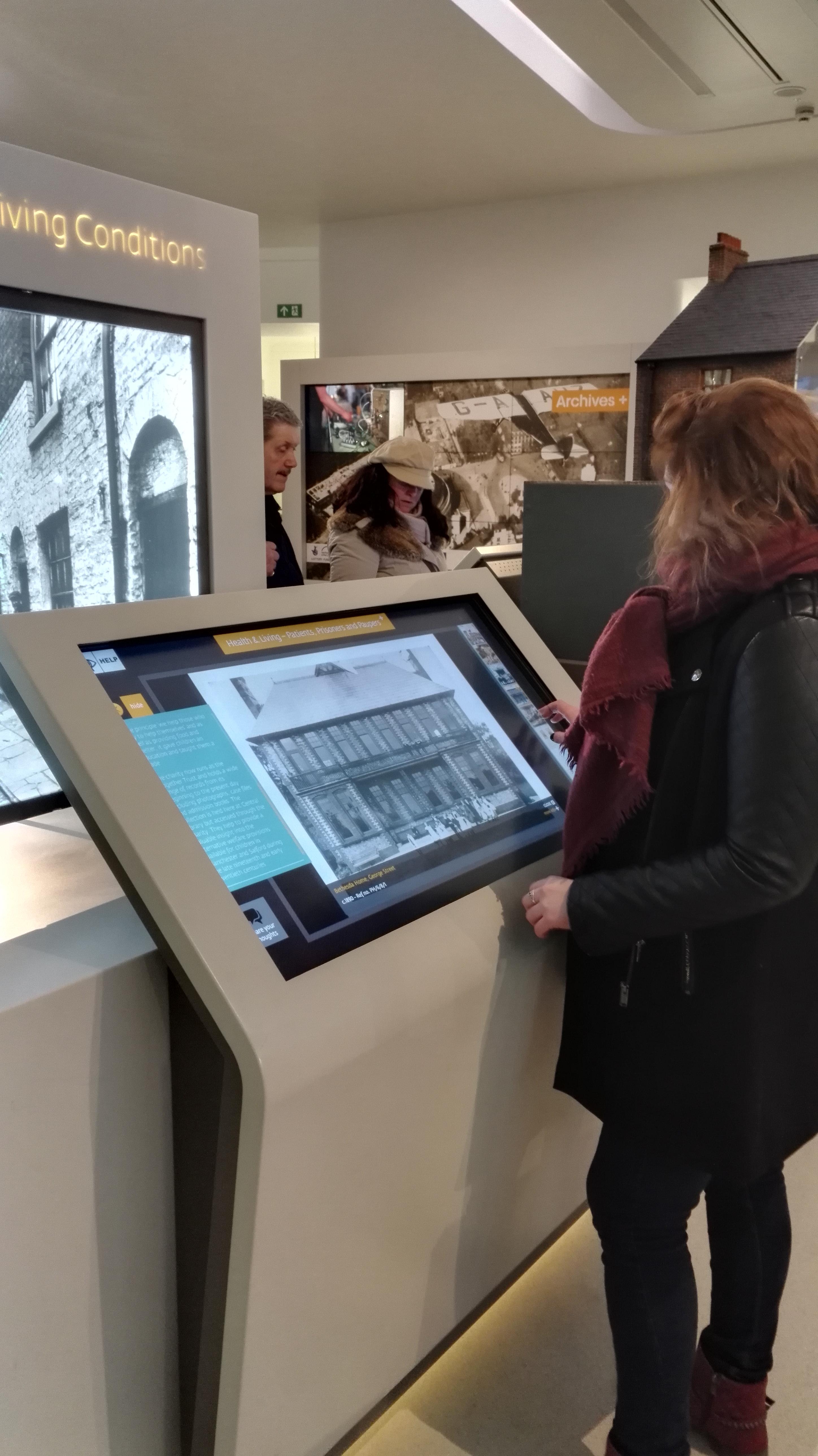 borne tactile musée enrichissement expositions