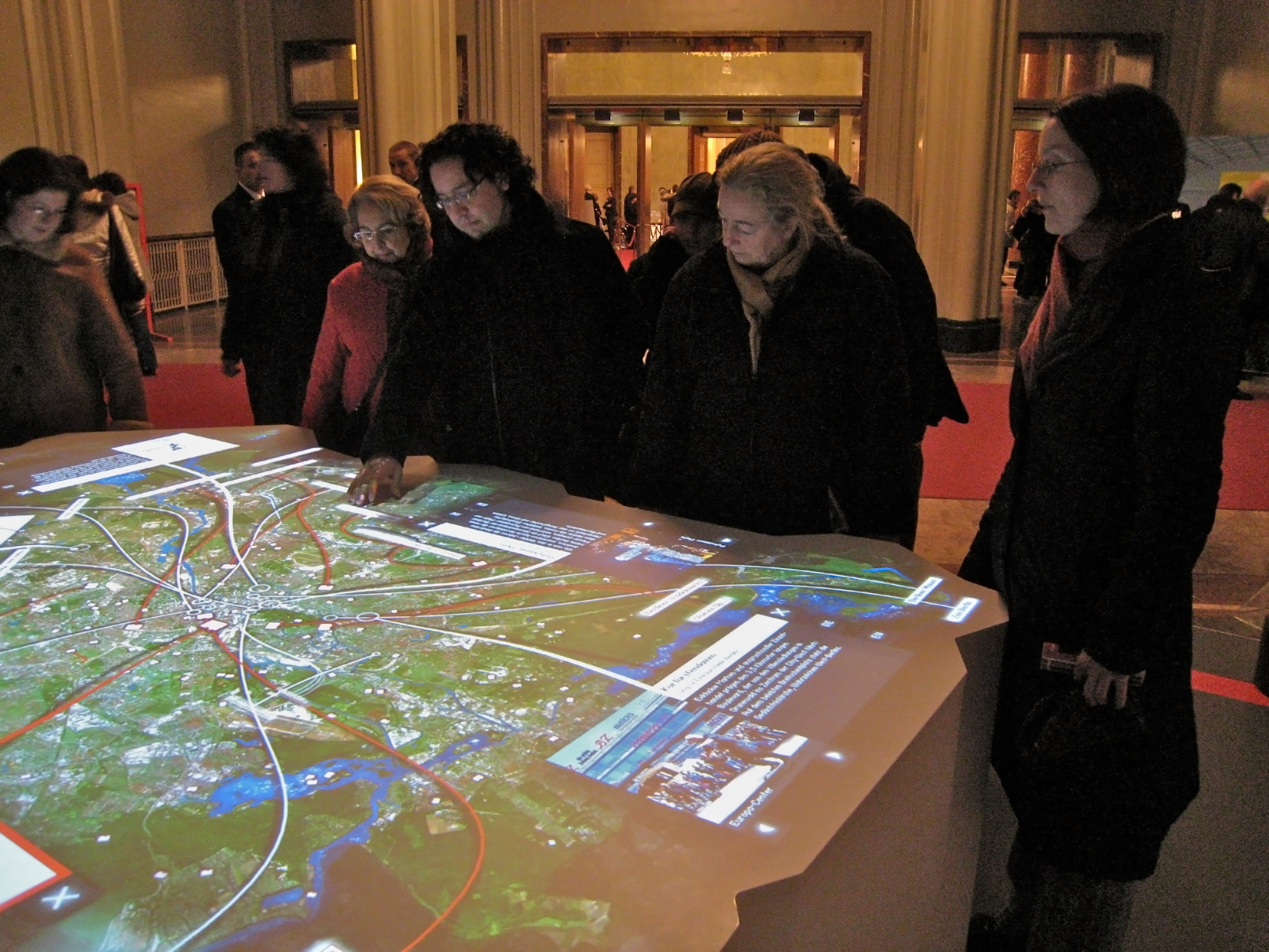 table tactile multitouch mairie pour expérience collaborative