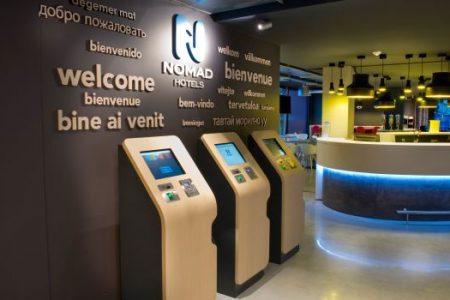 Les bornes tactiles de l'Hôtel Nomad accueillent les clients