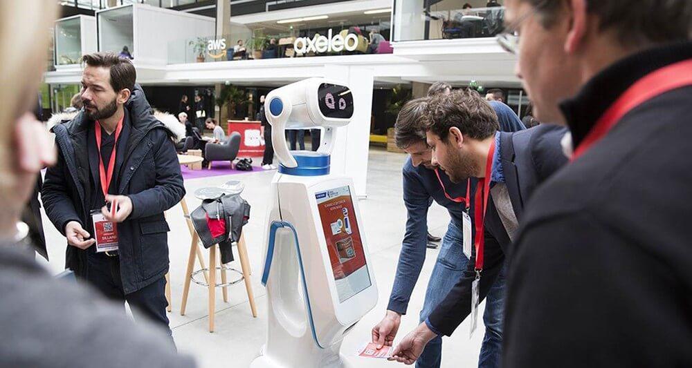 Borne d'information tactile robot retail