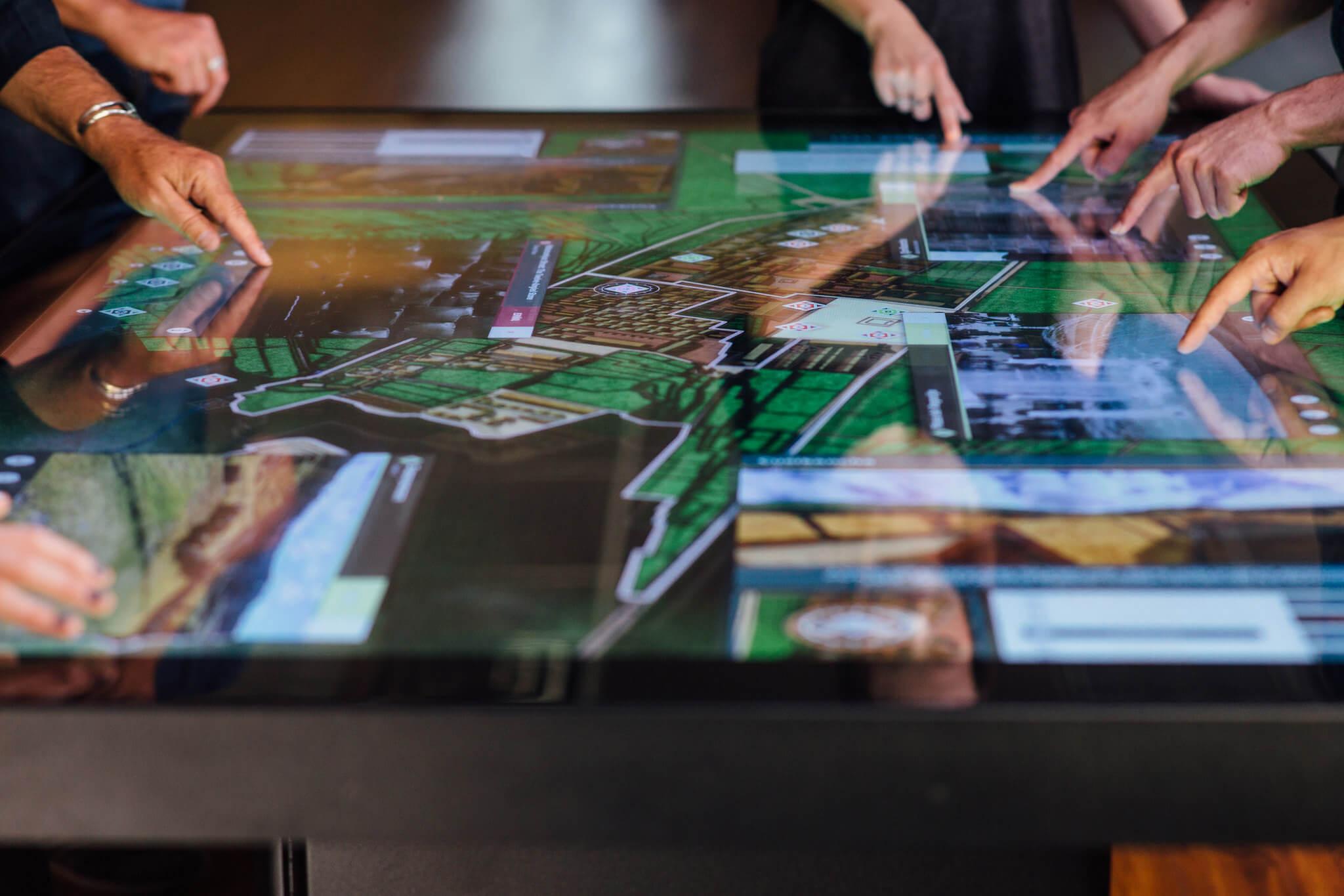 table connectée travail collaboratif écoles et entreprises