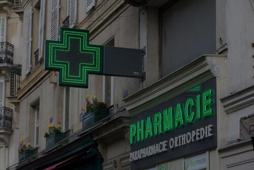 Solution vitrine digitale écran affichage dynamique en Pharmacie