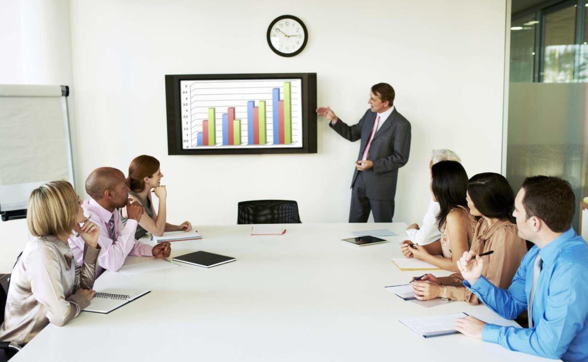 Salle de réunion écran affichage numérique