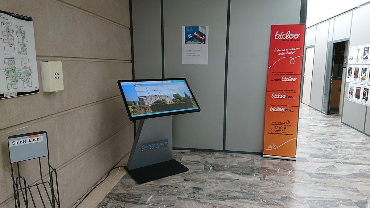 Borne digitale tactile Datahall mairie Sainte Luce