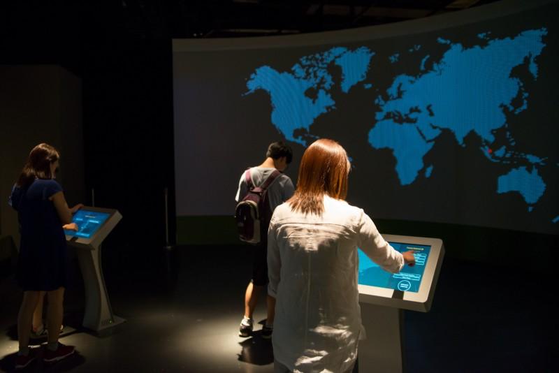 Un voyage à la découverte d'autres cultures avec la technologie tactile
