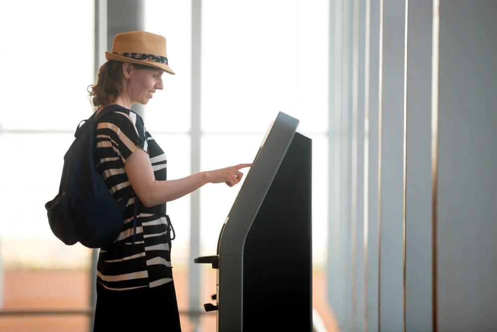 Borne tactile d'achat d'activités touristiques hôtel