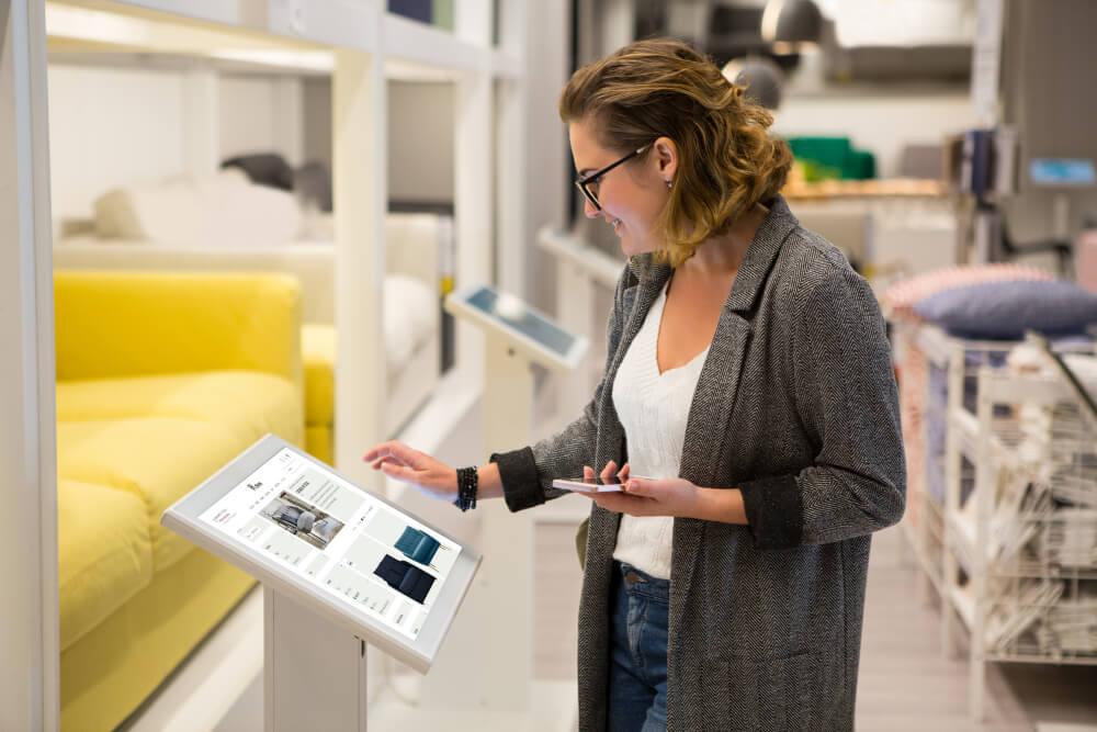 borne tactile extension de gamme produits Retail