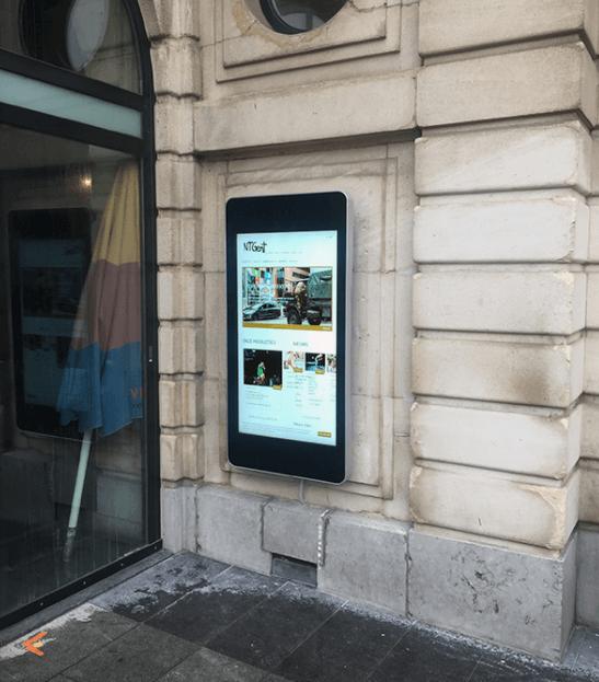 Ecran affichage dynamique outdoor cinéma affiche