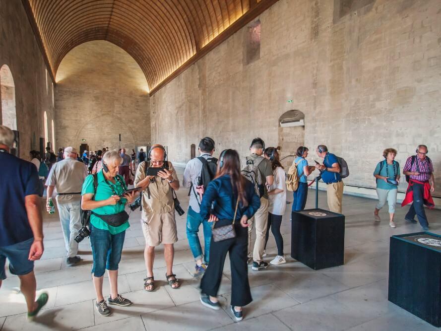 Le palais des papes réanimé grâce à des tablettes tactiles