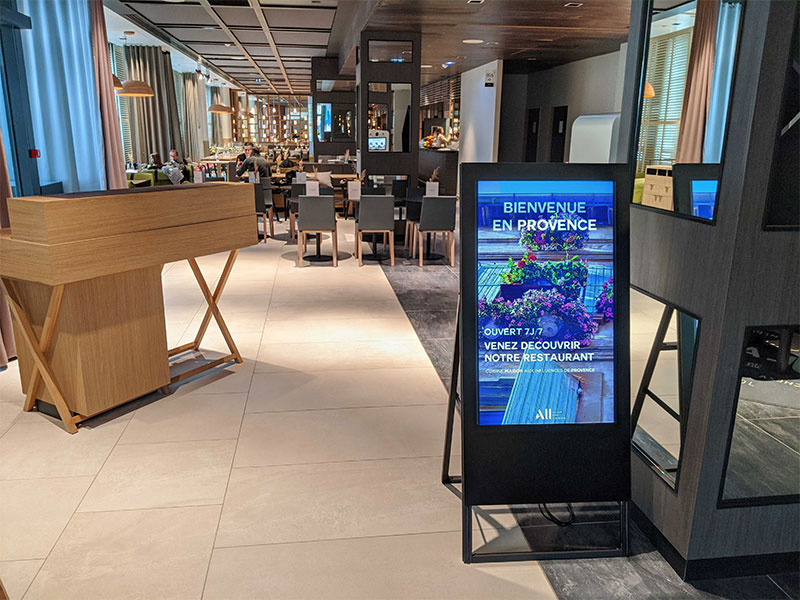 Affichage dynamique hotellerie chevalet numérique