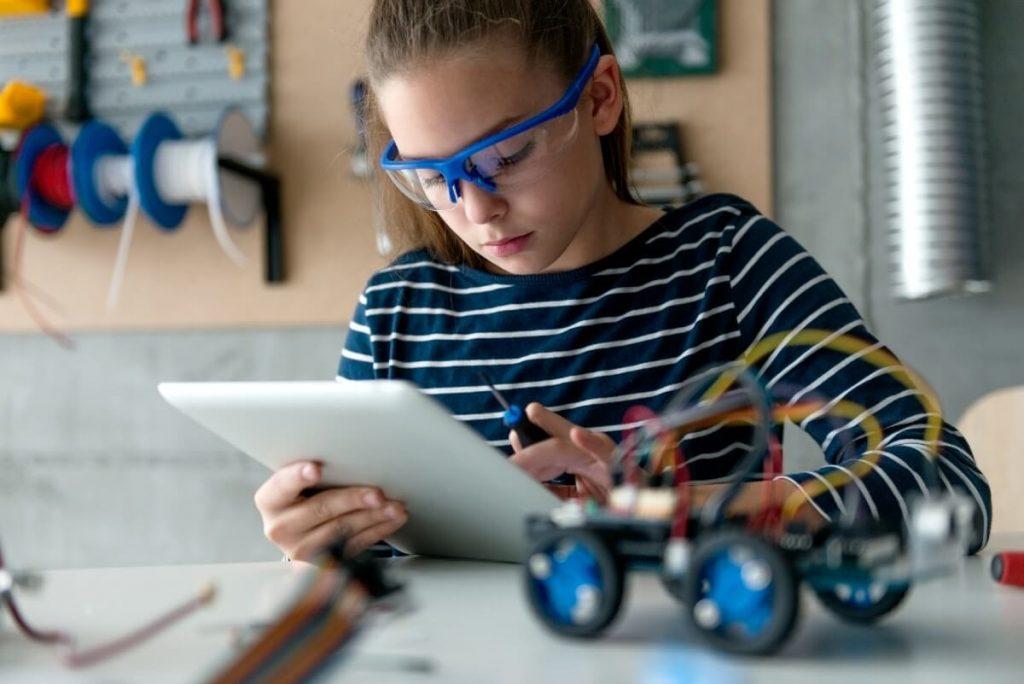 Apprendre la programmation grâce aux robots éducatifs