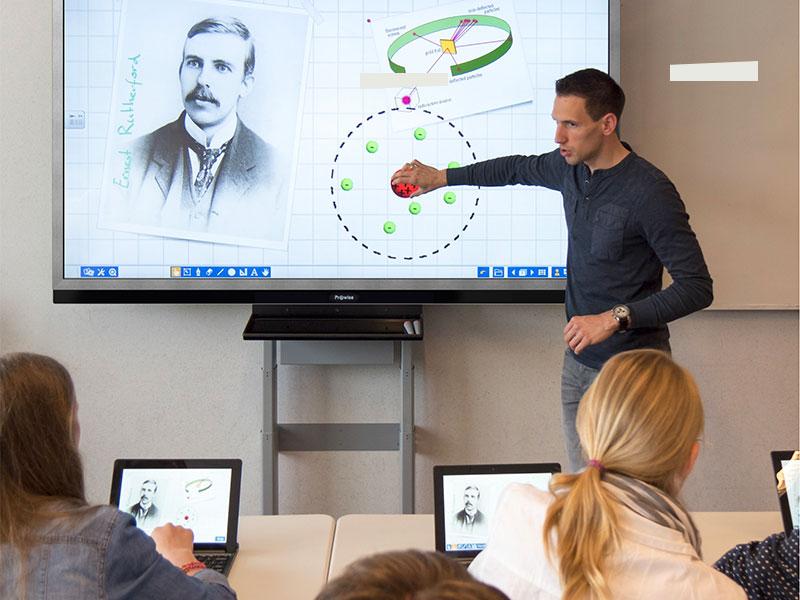 Education numérique lycée matériel informatique