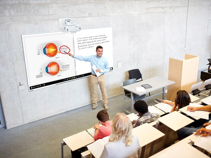 Education numérique université écran interactif